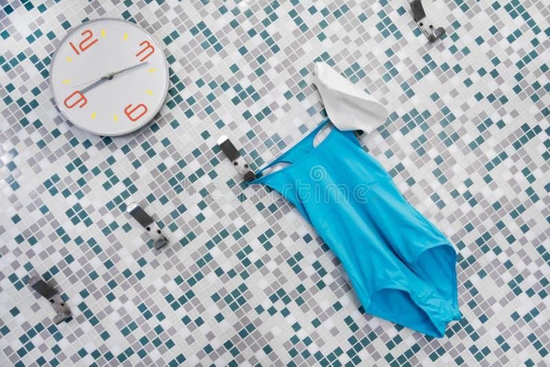 Время поплавать время сделать водную гимнастику стоковая фотография rf