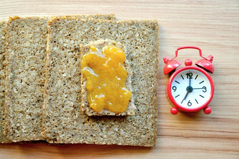 время принципиальной схемы завтрака здоровое стоковое изображение rf