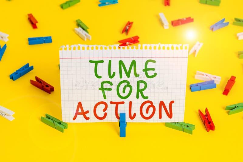 Время рукописного ввода для действия Понять, что означает готовиться к тому, чтобы начать делать поощрение Go fast Colored тканpi стоковая фотография
