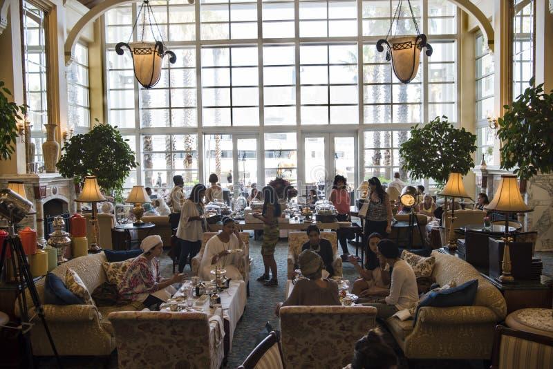 Время чая на гостинице залива таблицы, Кейптауне стоковая фотография rf