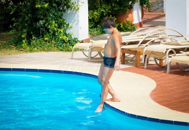 Время для заплыва на бассейне стоковое фото rf