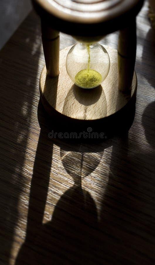 время hourglass измеряя стоковое изображение rf
