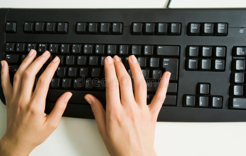вручает клавиатуру сверх стоковые изображения rf
