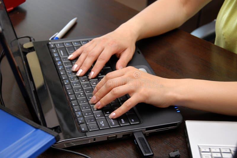вручает клавиатуру стоковое фото rf