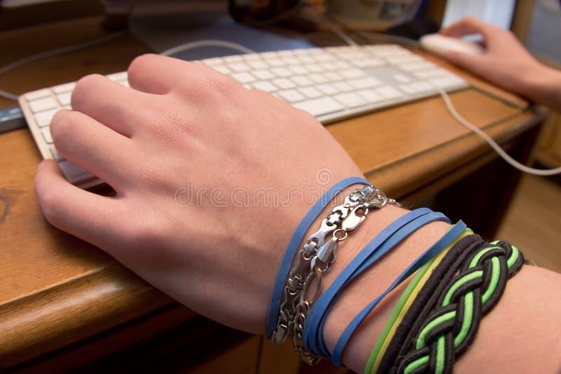 Download вручает клавиатуру стоковое фото. изображение насчитывающей интернет - 17610062