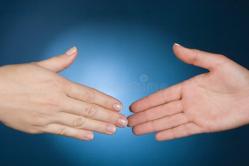 вручает рукопожатие готовое к стоковая фотография