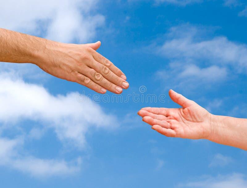 вручает handshaking готовый стоковая фотография