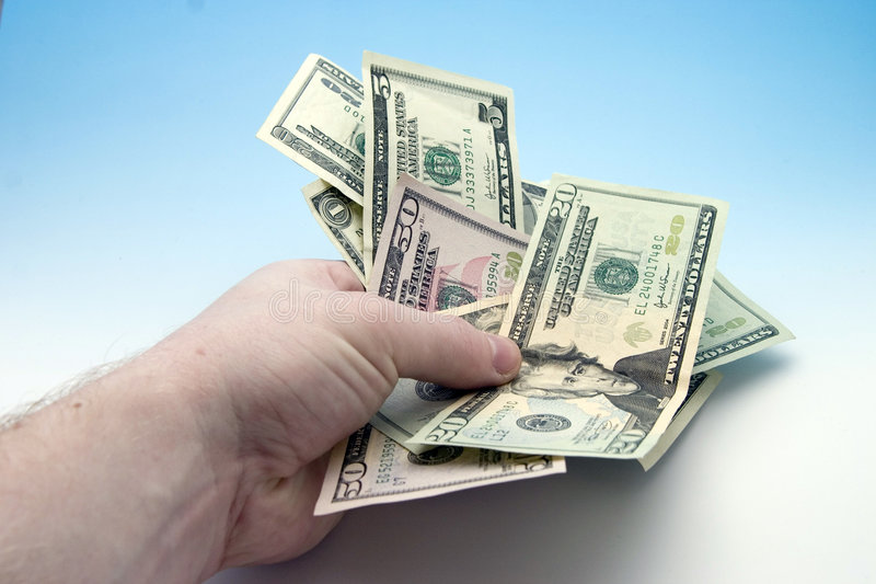 вручая деньги стоковые фотографии rf