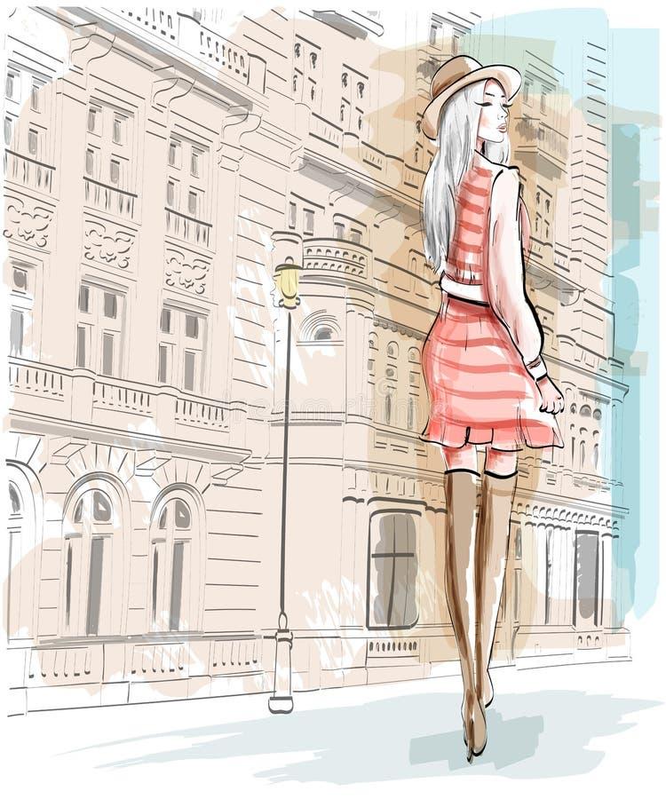 Вручите вычерченную женщину моды на предпосылке улицы Стильная девушка в шляпе Комплект эскиза иллюстрация штока