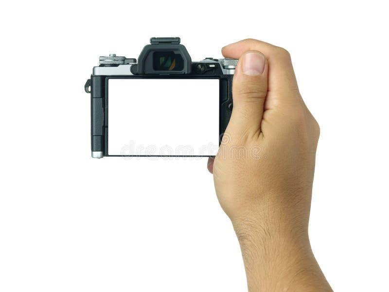 Вручите держать и принимать съемке пустой дисплей mirrorless изолированная камера стоковое фото rf