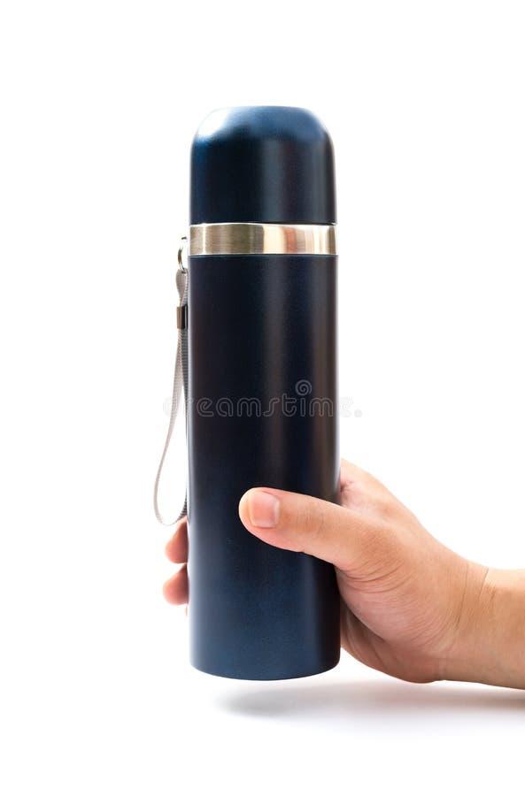 Вручите держать голубой tumbler вакуума на белой предпосылке стоковое фото