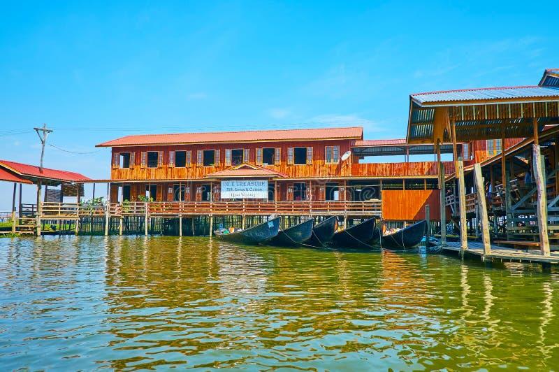 Вручите сплетя мастерскую на озере Inle, Мьянме стоковая фотография