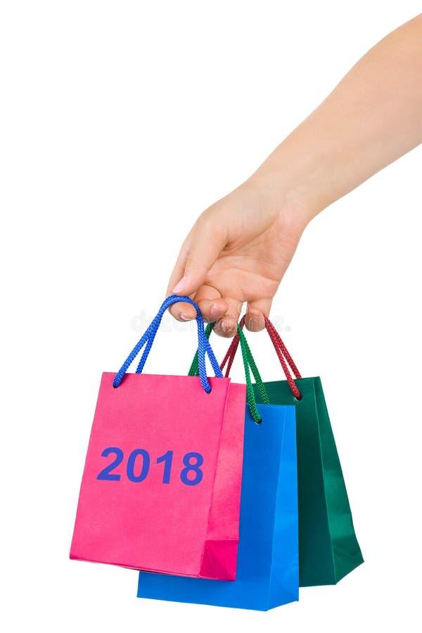 Вручите с хозяйственными сумками 2018 стоковое изображение rf