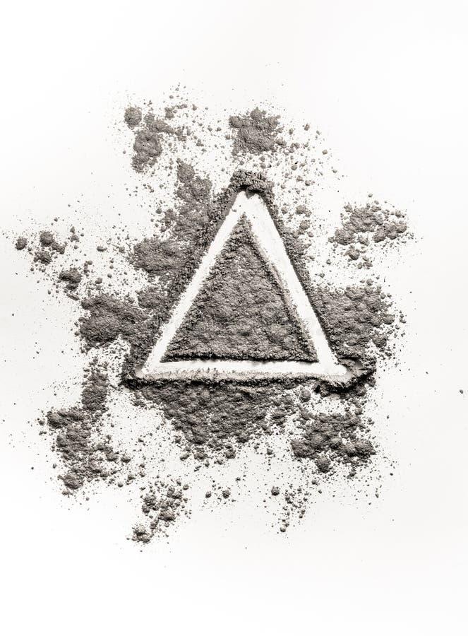 Вручите форму треугольника концепции иллюстрации чертежа в золе, пыли, d стоковая фотография