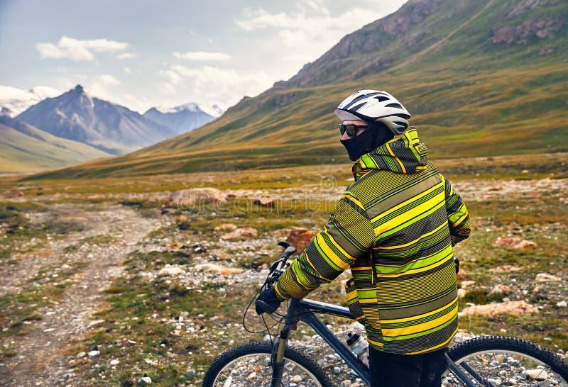 Всадник горного велосипеда стоковые фотографии rf
