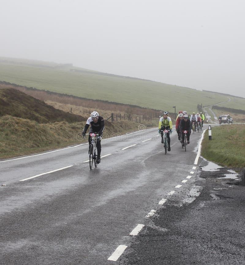 Всадники в Sportive цикле de Йоркшира путешествия участвуют в гонке стоковые изображения rf