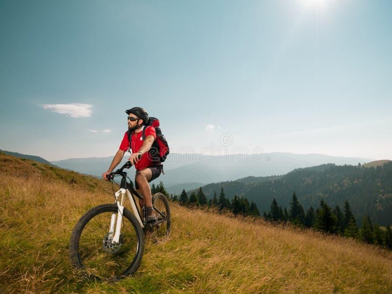 Всадник горного велосипеда стоковые изображения