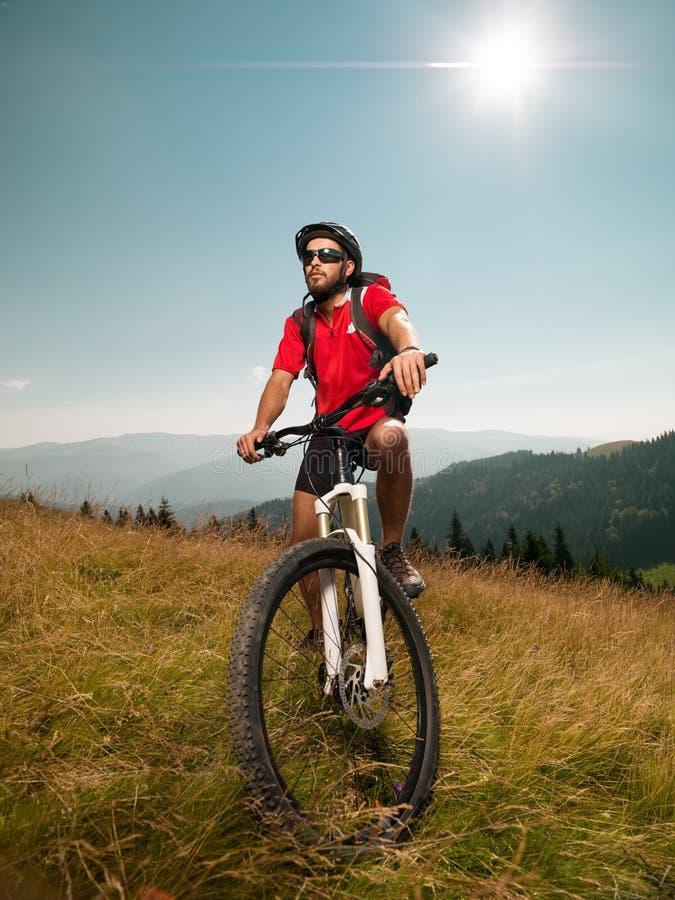 Всадник горного велосипеда стоковая фотография