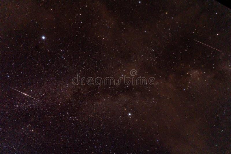 Вселенная заполненная со звездами, межзвёздным облаком и галактикой, пользой предпосылки стоковое изображение