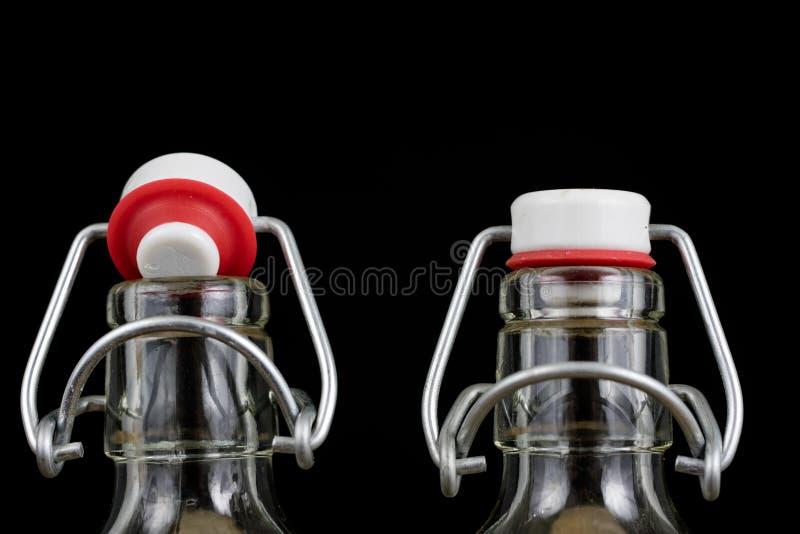 Всеобщее закрытие бутылки напитка Tra воздухонепроницаемой крышки заключительное стоковые изображения rf