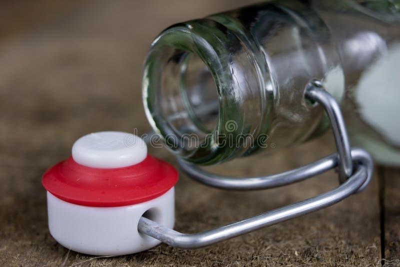 Всеобщее закрытие бутылки напитка Tra воздухонепроницаемой крышки заключительное стоковое изображение