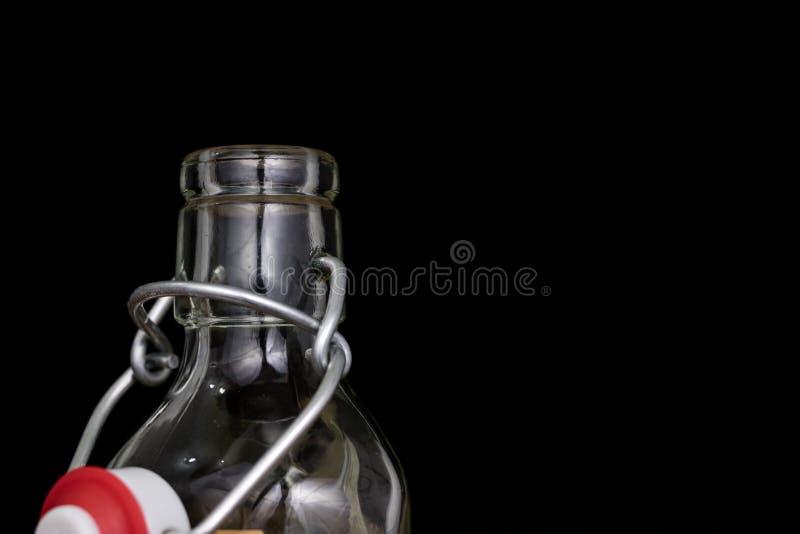 Всеобщее закрытие бутылки напитка Tra воздухонепроницаемой крышки заключительное стоковое изображение rf