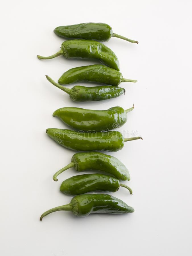 2 всех зеленых перца и много хэш их 22 стоковая фотография