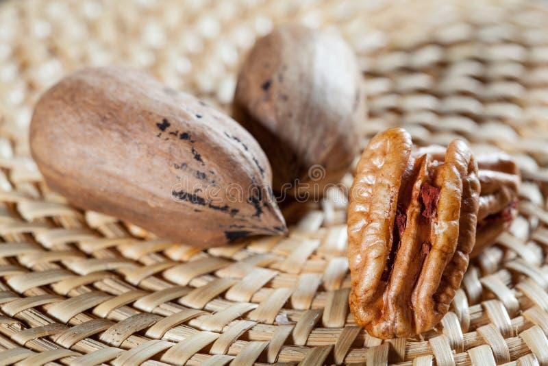 Все грецкие орехи и стержени грецкого ореха стоковая фотография