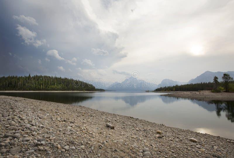 Все еще вода озера Джексон, гор, национального парка Teton, Wyo стоковая фотография rf