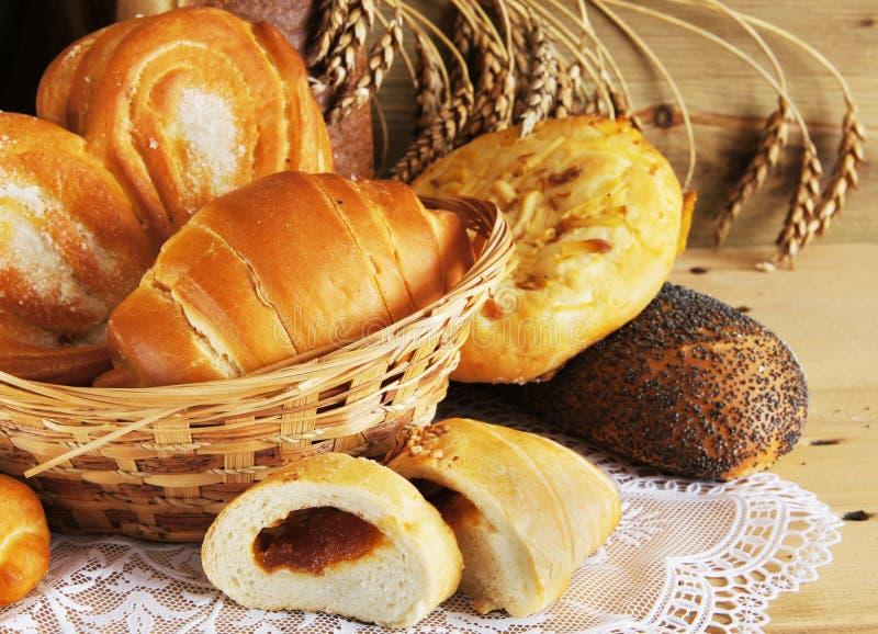 Все еще жизнь с испеченным хлебом стоковое фото rf