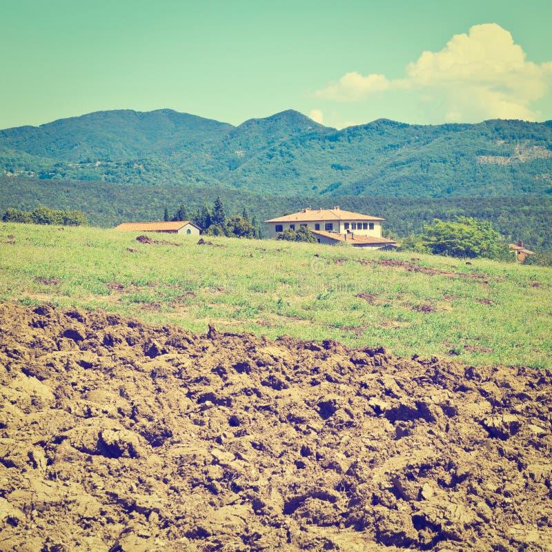 Download Вспаханное поле стоковое изображение. изображение насчитывающей ararat - 41654537