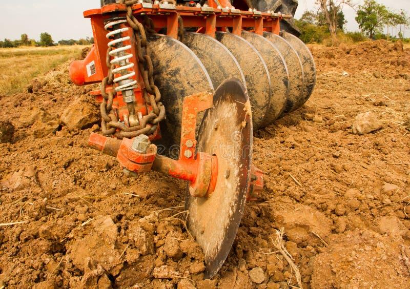 Вспахивать трактор стоковое фото rf