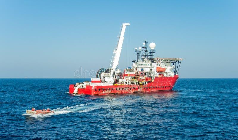 Вспомогательное судно подныривания стоковое изображение