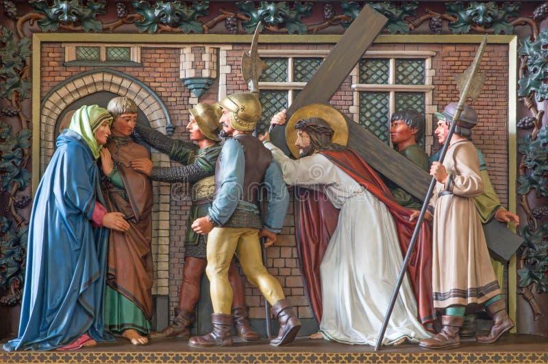 Встреча Брюгге - Иисуса его мать Сброс в церков St Giles (Sint Gilliskerk) как часть страсти цикла Христоса стоковое изображение