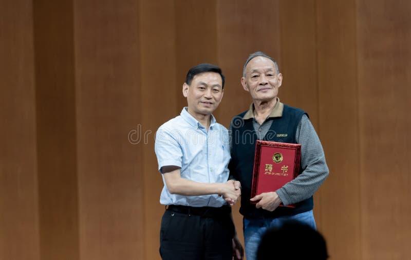 Встреча к представлению профессоров 2-Teaching танца Ча-рудоразборки в южном Цзянси стоковые изображения