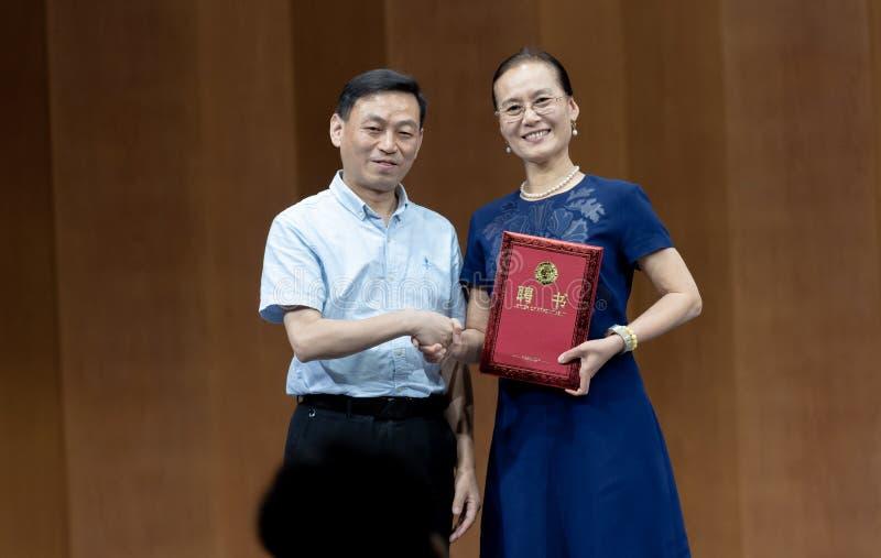 Встреча к представлению профессоров 4-Teaching танца Ча-рудоразборки в южном Цзянси стоковые фотографии rf