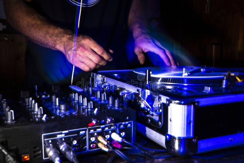 Встреча царапины strobo Dj в ночном клубе стоковые фото