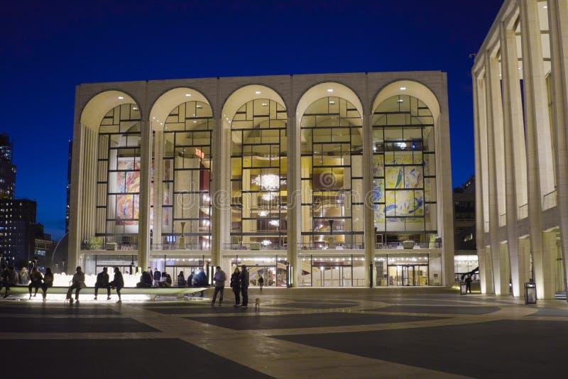ВСТРЕЧЕННЫЙ - Столичная опера в центре Линкольна в Манхэттене МАНХАТТАНЕ - НЬЮ-ЙОРКЕ - 1-ое апреля 2017 стоковое фото rf