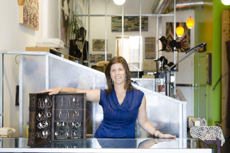 встречная женщина магазина стоковое фото