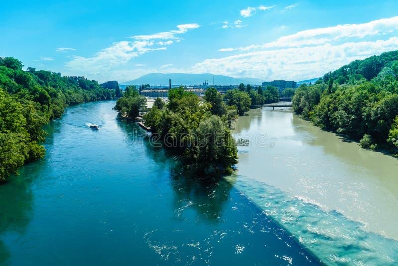 Вступая в противоречия реки в Женеве стоковое изображение rf