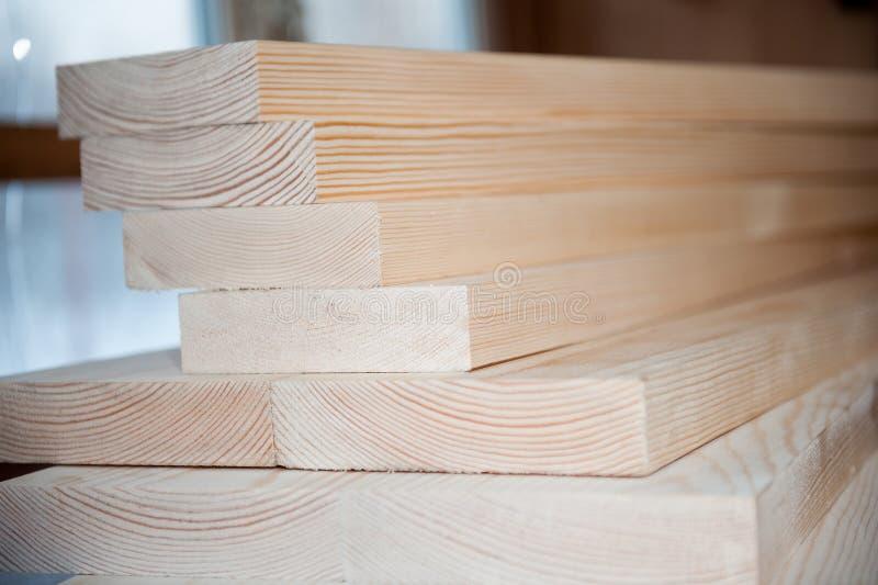 всходит на борт древесины Тимберс в запасе стоковые фото