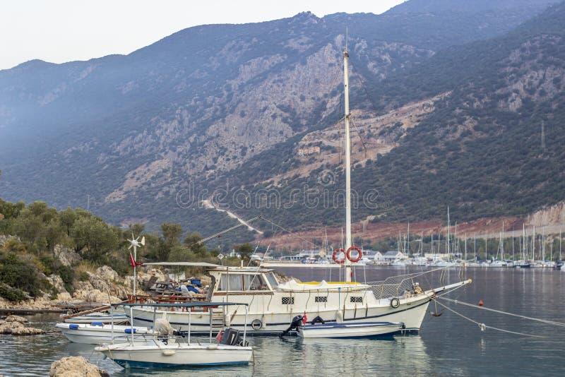 Всход перспективы яхт на малой гавани Средиземного моря в Турции стоковые изображения rf