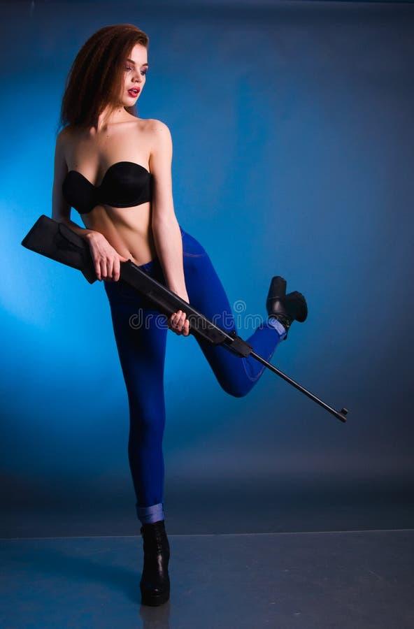 Всход моды девушки в студии стоковая фотография rf