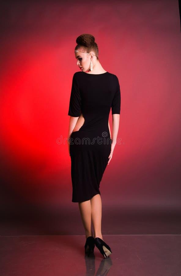 Всход моды девушки в студии стоковые изображения rf