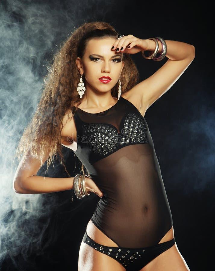 Download Всход моды молодого сексуального танцора стриптиза Стоковое Фото - изображение насчитывающей aloha, серо: 37927136