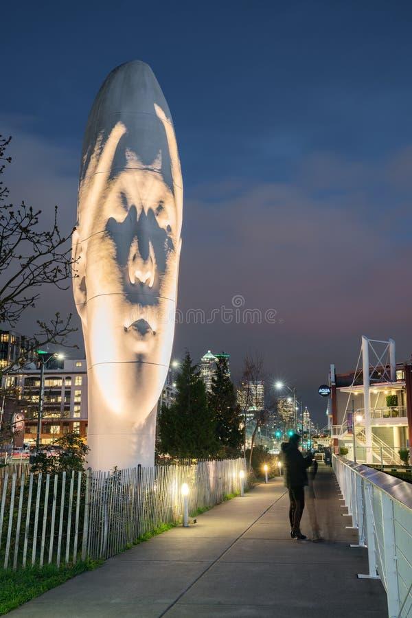 ВТОРЬТЕ, изваяйте созданный Jaume Plensa на портовом районе Сиэтл стоковое изображение rf