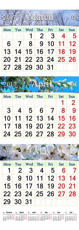 Втройне календарь на апрель -го март и май 2017 с изображениями стоковая фотография