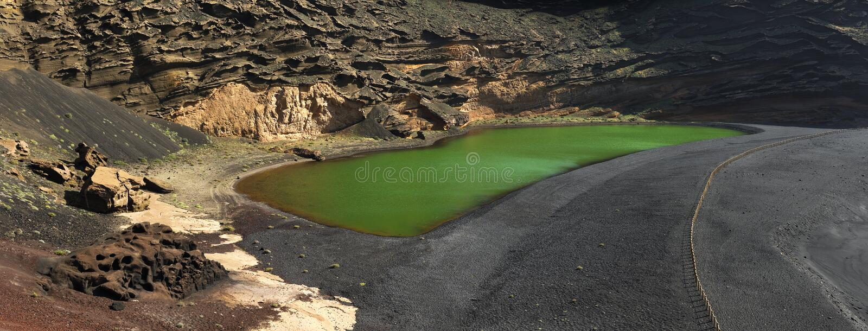 Вулканические ландшафты озера Лансароте El Golfo стоковые изображения rf