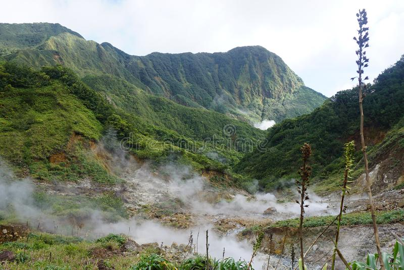 Вулканический ландшафт Доминики - острова Антильских островов в caribbian стоковое изображение rf