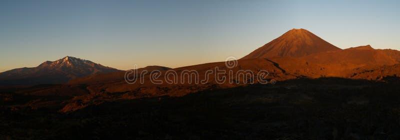 вулканы восхода солнца стоковые фотографии rf